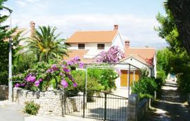 3 bedroom houses for sale in Croatia. A beautiful family home for sale in Splitska on Brac island