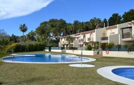 Residential for sale in Costa del Sol. Three-level townhouse in a residential complex with swimming pool, barbecue area and garden in Marbella, Golden Mile