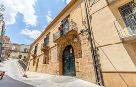 4 bedroom houses for sale in Sicily. Elite spacious house with a mezzanine in the heart of the town, Piazza Armerina, Enna, Sicily