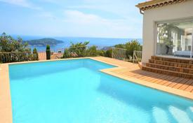 Houses with pools for sale in Villefranche-sur-Mer. Beautiful villa with panoramic sea view