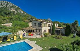 6 bedroom houses for sale in Provence - Alpes - Cote d'Azur. Vence — Stone built villa