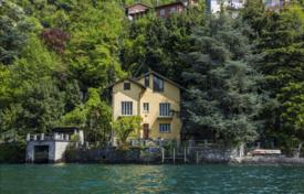 Luxury 6 bedroom houses for sale in Lombardy. Villa at Lake Como with a pier and swimming pool