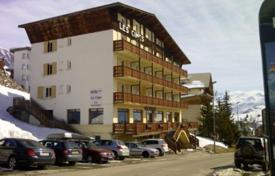 Residential to rent in Huez. A comfortable chalet-hotel, 34 rooms with private bathrooms, a bar, a terrace, a living room with fireplace, Alpe d'Huez, France