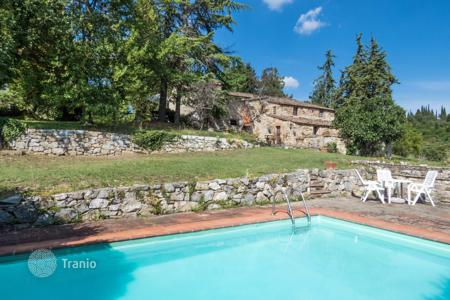 5 bedroom houses for sale in Tuscany. Estate with swimming pool in Chianti, Tuscany