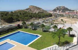 2 bedroom apartments by the sea for sale in Alicante. 2 and 3 sizable apartments in a gated complex with pool next to shops and private Hospital in Alicante City