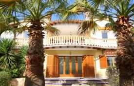 Spacious villa with a private garden, a pool and a parking, Paguera, Spain for 650,000 €