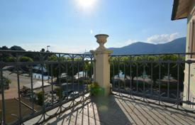 Modern villa with a terrace, a garden and mountain views, Porto Valtravaglia, Lombardy, Italy for 850,000 €