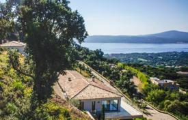 Between Saint-Tropez and Sainte-Maxime — Modern new Villa. Price on request