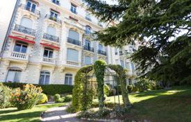 2 bedroom apartments for sale in Cimiez. Spacious apartment on the last floor of a historic Victorian palace, Cimie, Nice, France