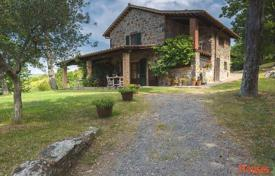 Property for sale in Radicofani. Ancient villa with a park in Radicofani, Tuscany, Italy