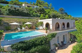 Luxury 4 bedroom villas and houses to rent in Côte d'Azur (French Riviera). Provencal villa, Ramatuelle