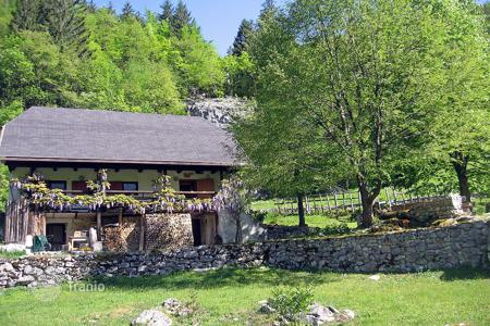 2 bedroom houses for sale in Slovenia. This is simply lovely house in the Soca, quiet, idyllic and with terrific mountain scenery