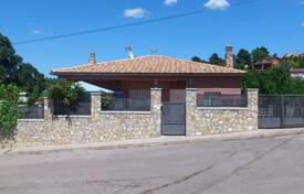 Chalets for sale in Spain. Almost new house with 3 bedrooms in urbanization Puigventos