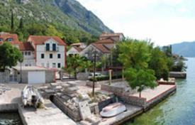 4 bedroom houses for sale in Kotor (city). Three story villa in prime sea front location in Ljuta/Kotor. Great sea views. Villa has 181 m² of inside area and plot of 375 m²
