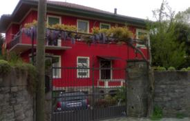 Residential for sale in Lesa. Spacious three-storey with a balcony and a garden, near the lake, Lesa, Piedmont, Italy