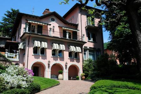 Residential for sale in Lombardy. Villa – Lake Como, Lombardy, Italy