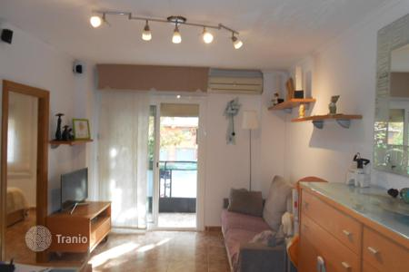 Cheap 3 bedroom apartments for sale in Badalona. Flat with balcony 15 minutes from the beach