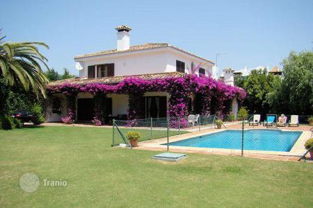 5 bedroom houses for sale in Buron. Prestigious Paseo del Parque in Lower Sotogrande
