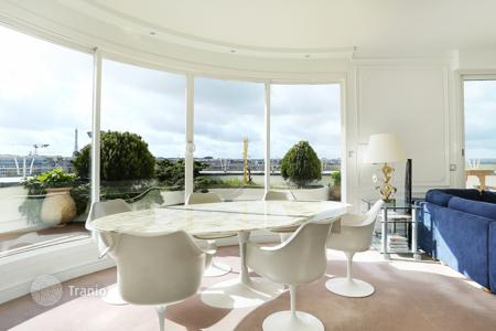 Luxury 3 bedroom apartments for sale in Paris. Paris 16th District – A penthouse facing the Bois de Boulogne