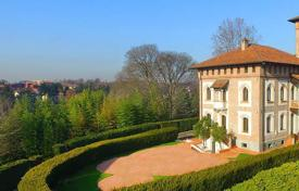 Luxury houses with pools for sale in Lombardy. Manor with a park, a swimming pool, a tennis court and spa in Brianza, Lombardy, Italy
