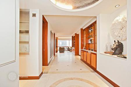 Condos for rent in Manhattan. Fifth Avenue