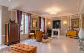 3 bedroom apartments for sale in Nice. A 6 room exceptional apartment on an elevated floor in the heart of the Carre d'Or