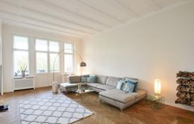 5 bedroom apartments for sale in Germany. Spacious renovated apartment with a balcony in an altbau building of the 20th century in the neighbourhood of Schöneberg, Berlin, Germany
