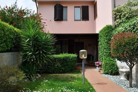 Coastal property for sale in Follonica. Apartment – Follonica, Tuscany, Italy