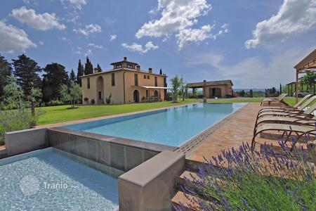 Villas and houses for rent with swimming pools in Montelopio. Villa – Montelopio, Tuscany, Italy