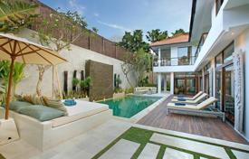 Property for sale in Seminyak. Luxury villa with a tropical garden, a swimming pool, a balcony and a parking, Seminyak, Bali