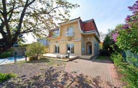 6 bedroom houses for sale in Central Europe. House with swimming pool near the metro in Prague