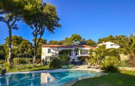 Luxury 6 bedroom houses for sale in Nice. Modern villa with tennis court and panoramic sea views in Mont Vinaigrier
