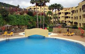 Apartments for sale in Mijas. Comfortable apartment with a terrace in a residential complex with a garden and a swimming pool, Mijas, Spain