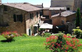 Property for sale in Montepulciano. Apartment – Montepulciano, Tuscany, Italy