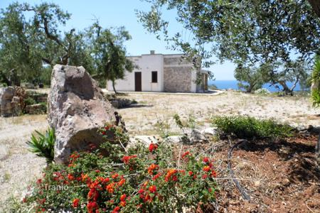 Coastal houses for sale in Apulia. Villa with a fireplace, terraces along the entire perimeter, a porch and a sea view, Castrignano del Capo, Italy