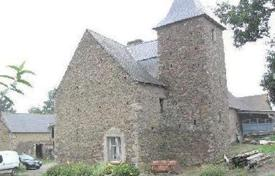 Cheap 1 bedroom houses for sale in Europe. 17C manor house set in grounds of 1 ha. 10 mins. to Dinan