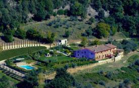 3 bedroom houses for sale in Tuscany. Magnificent apartment in a villa in Greve in Chianti, Tuscany, Italy