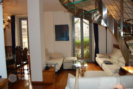 Luxury apartments for sale in Lombardy. Chic apartment in the center of Milan