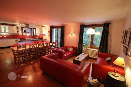 Villas and houses to rent in Arâches-la-Frasse. Beautiful chalet only 100 meters from the ski slopes in Flaine, France