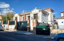 Townhouses for sale in Andalusia. Unique semi detached Townhouse? Marbella Center
