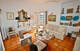 Cheap 2 bedroom apartments for sale in France. Spacious duplex with a terrace and a sea view, in a residential complex near the beach, Villefranche-sur-Mer, France
