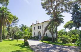 Luxury 6 bedroom houses for sale in Côte d'Azur (French Riviera). Historic villa with a swimming pool, caretaker's house and a picturesque garden, Roquebrune — Cap Martin, France
