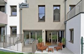 Residential for sale in Liesing. Three-bedroom penthouse with roof terrace, Wien, Liesing