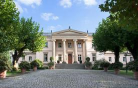 Luxury houses for sale in Hessen. Estate with classical villa, summer house, swimming pool and large plot of land in Park Louisa, Sachsenhausen, Frankfurt