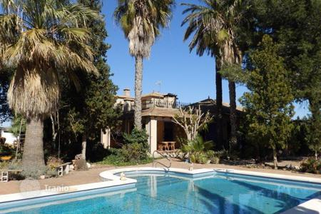 Residential for sale in Almoradi. Finca of 4 bedrooms with a large private pool in Almoradí