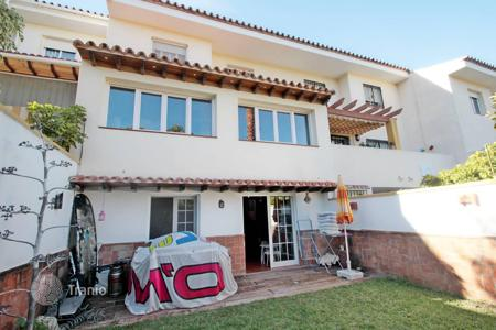 Townhouses for sale in Costa del Sol. Beautiful townhouse in Torrequebrada located in the urbanization of just 8 houses