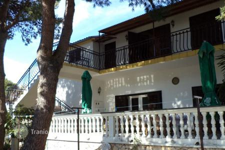 Coastal residential for sale in Sibenik-Knin. house Srima second line