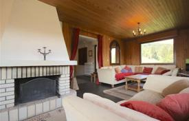 Three-storey chalet with a terrace and a garden, Les Gets, France for 800,000 €