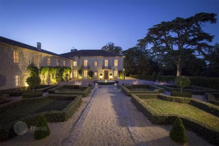 Property for sale in Aquitaine. Castle – Bordeaux, Aquitaine, France