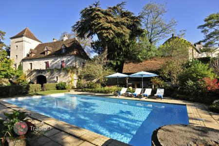 4 bedroom villas and houses to rent in Aquitaine-Limousin-Poitou-Charentes. Le Pelerin